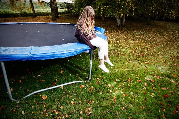 dansk pige kneppet bredsten trampolin